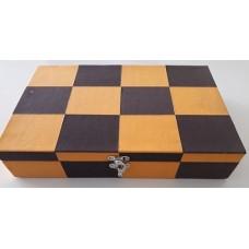 Caixa c/ quadrados cor-de-laranja c/ fichas + Cartas Refª JU00051